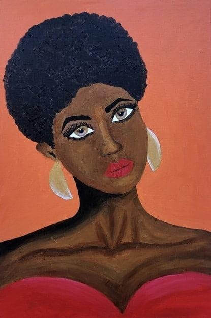 Cuadro pintado a mano de la artista Carmen D de una africana con el pelo corto rizado y labios pintados de color de piel marron oscuro, sobre fondo naranja amarillo rojo y se le ve hasta las tetas, con aros color oro pintado con acrílicos liquitex y golden sobre lienzo de lino
