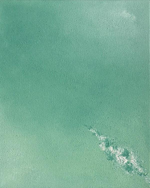 Cuadro pintado a mano de la artista Carmen D abstracto expresionista en el que está la gama de colores de blancos y azules claros turquesa, con una línea de fuerza en el medio, pintado con acrílicos liquitex y golden sobre lienzo de lino, siguiente parte