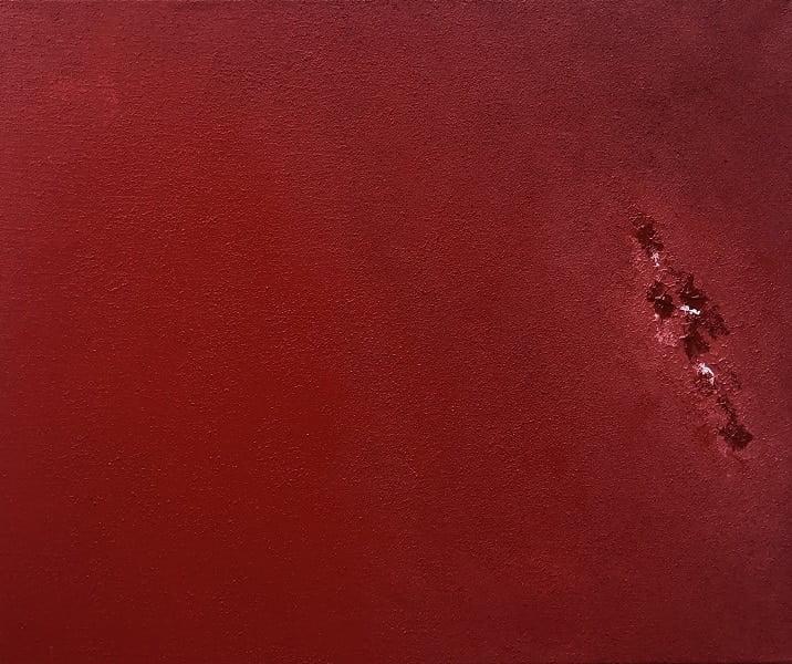 Cuadro pintado a mano de la artista Carmen D abstracto expresionista en el que está la gama de colores de rojos cadmio, con una línea de fuerza en el medio, pintado con acrílicos liquitex y golden sobre lienzo de lino, última parte