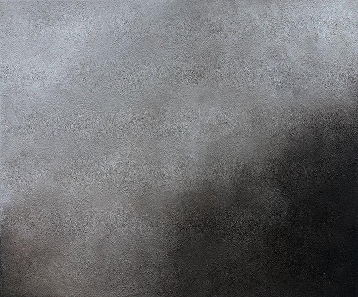 Cuadro pintado a mano de la artista Carmen D abstracto expresionista en el que está la gama de colores de blancos a negros y marrones, representa nubes y el cosmos, pintado con acrílicos liquitex y golden sobre lienzo de lino, parte siguiente