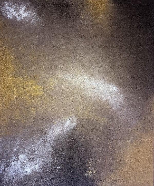 Cuadro pintado a mano de la artista Carmen D abstracto expresionista en el que está la gama de colores de marrones, blancos y dorados, orientado al cosmos y al universo, al cielo oscuro pintado con acrílicos liquitex y golden sobre lienzo de lino