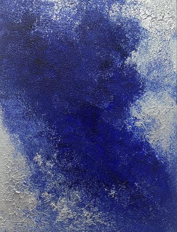 Cuadro pintado a mano de la artista Carmen D abstracto expresionista en el que está la gama de colores de plata, azules, orientado al cosmos y al universo, al cielo oscuro pintado con acrílicos liquitex y golden sobre lienzo de lino